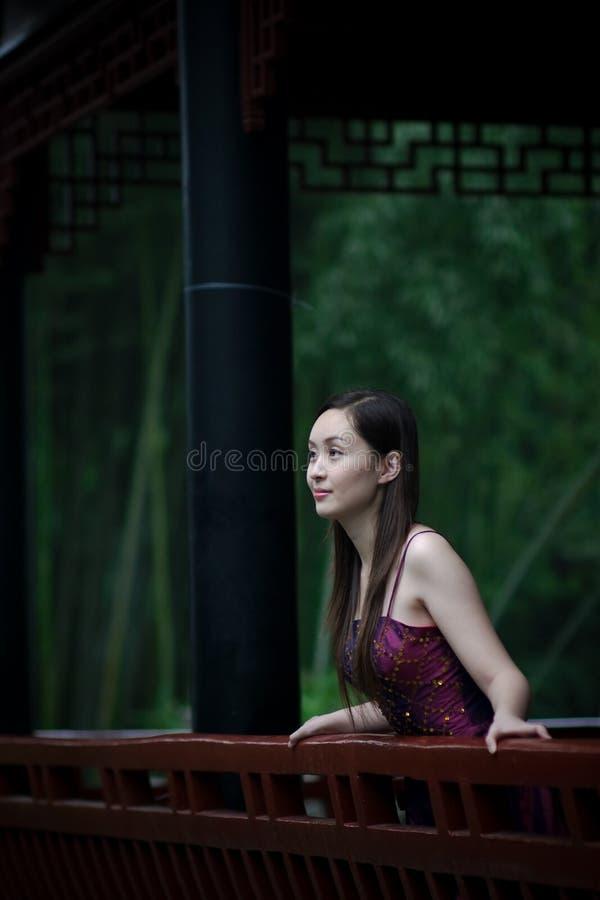 传统新娘中国的庭院 免版税库存照片