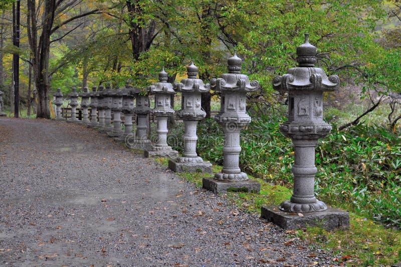 传统日本灯笼的石头 免版税库存图片