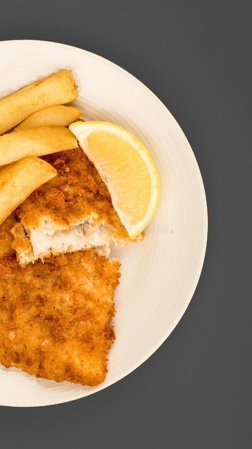 传统普遍的炸鱼加炸土豆片 库存照片