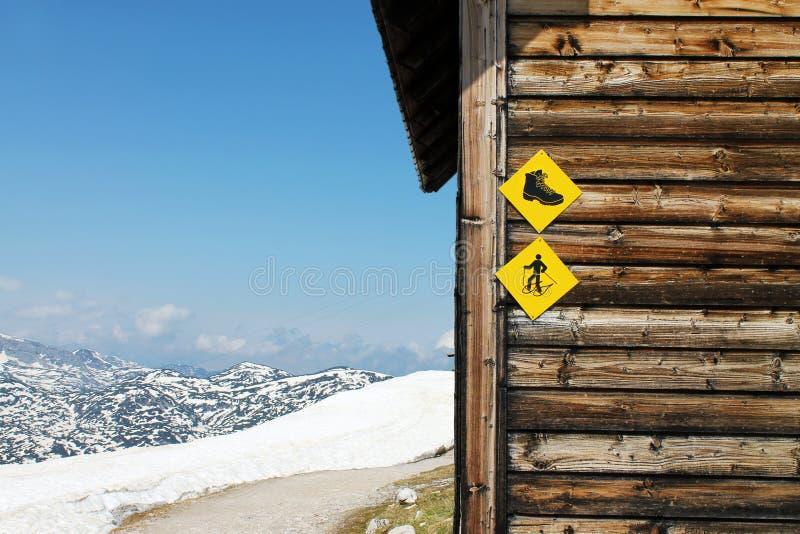 传统木材小屋在奥地利 库存照片