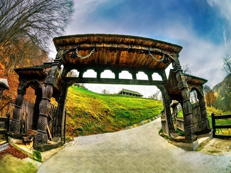 传统木门在Maramures 免版税图库摄影