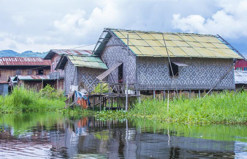 传统木高跷房子在Inle湖缅甸 免版税库存图片