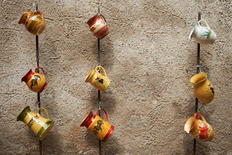 Download 传统法国水罐的瓦器 库存照片. 图片 包括有 传统, 工艺, 纪念品, 瓦器, 水罐, 普罗旺斯, 法国 - 22351496