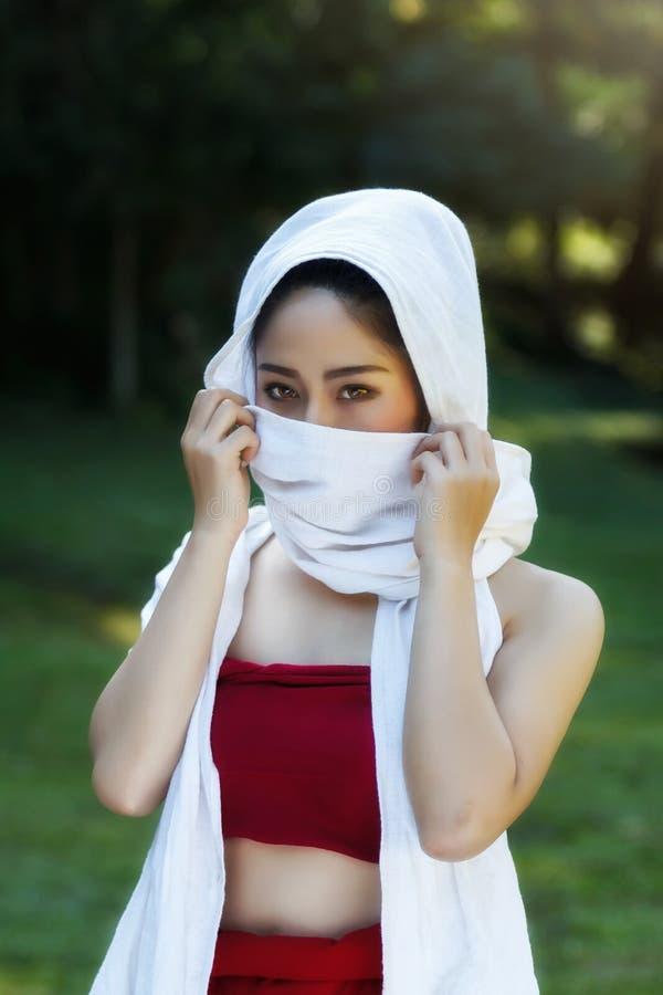 传统泰国服装的泰国女孩 库存照片
