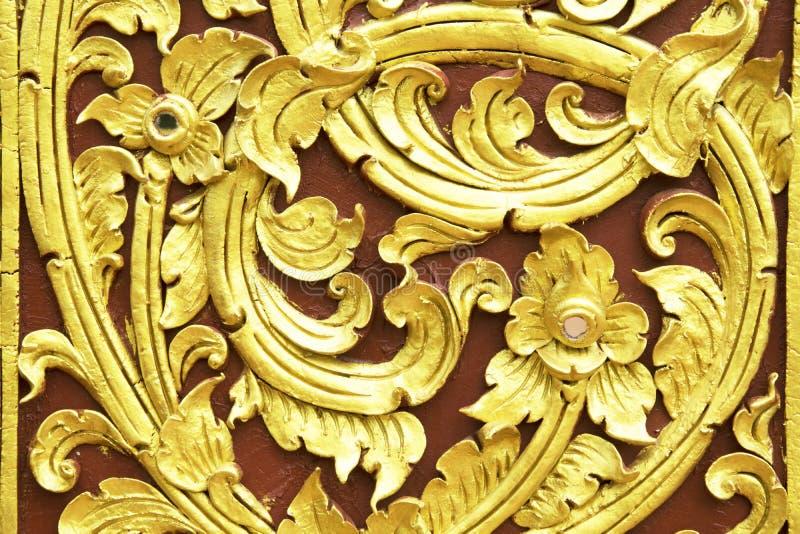 传统泰国灰泥样式装饰在寺庙,泰国 免版税库存照片