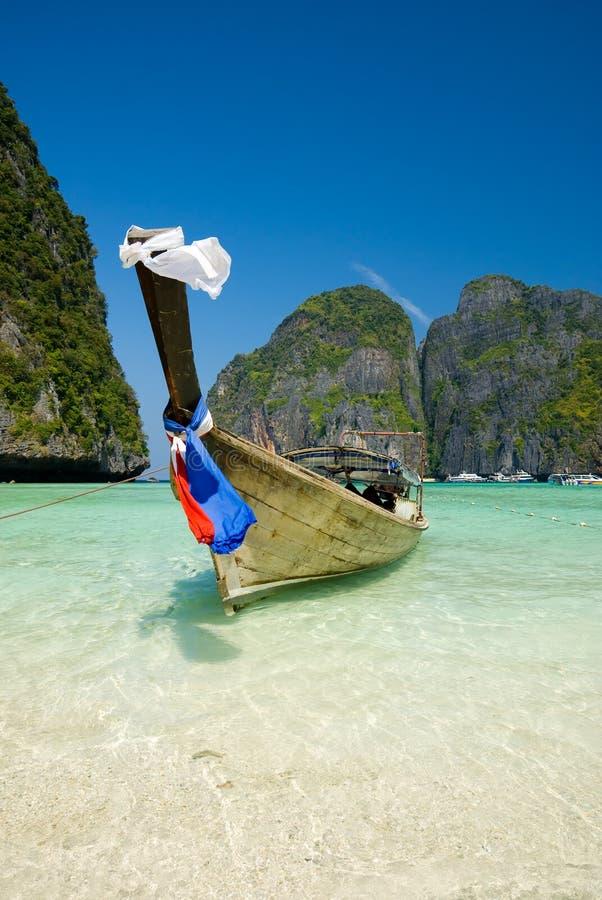 传统海湾小船著名longtail的玛雅人 库存照片