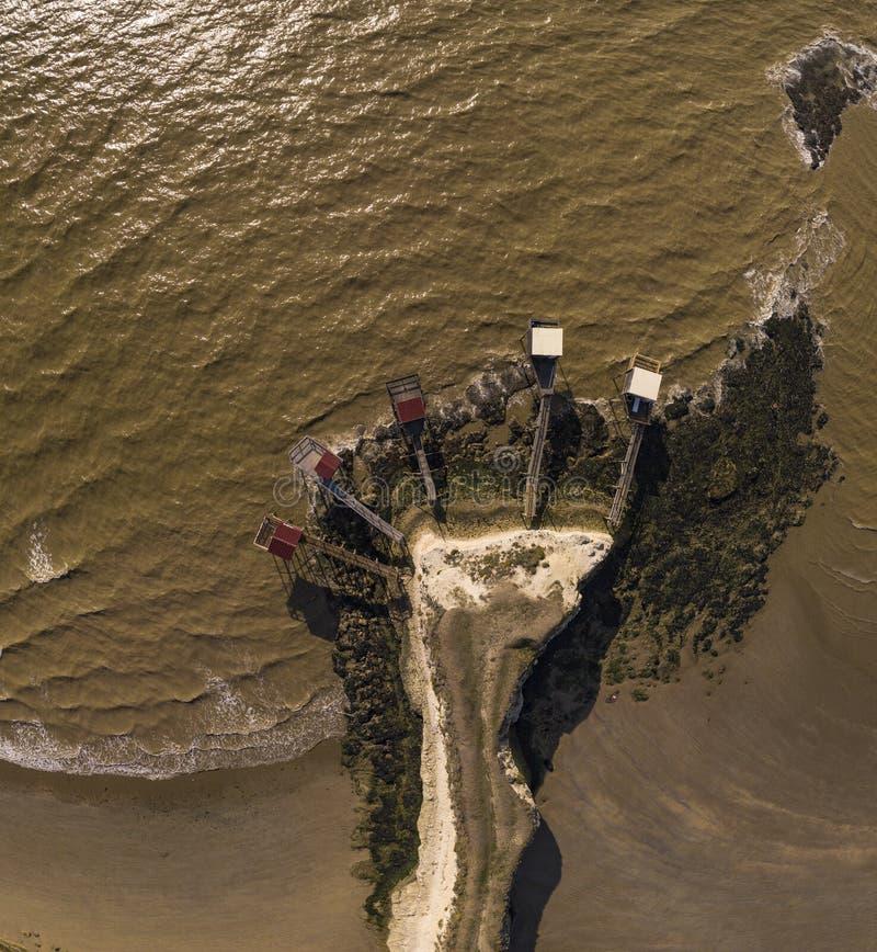 传统渔夫木小屋在吉伦特省,吉龙德河畔梅斯谢尔出海口  库存图片