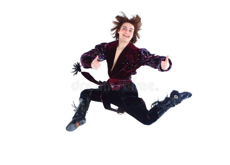 传统礼服的吉普赛男性舞蹈家进行民间舞 免版税库存照片
