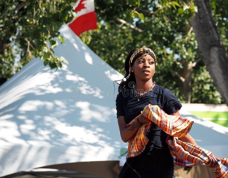 传统礼服的苏丹人舞蹈家 库存照片