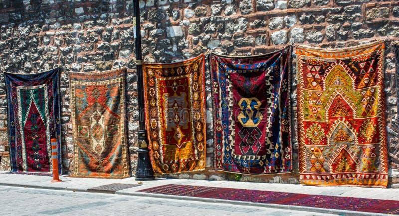 传统类型手工制造地毯和地毯  免版税库存图片