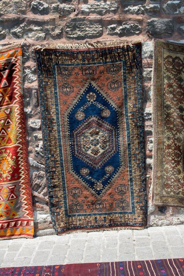 传统类型手工制造地毯和地毯  库存图片