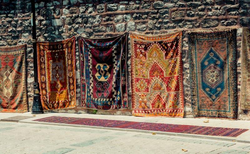 传统类型手工制造地毯和地毯  免版税库存照片