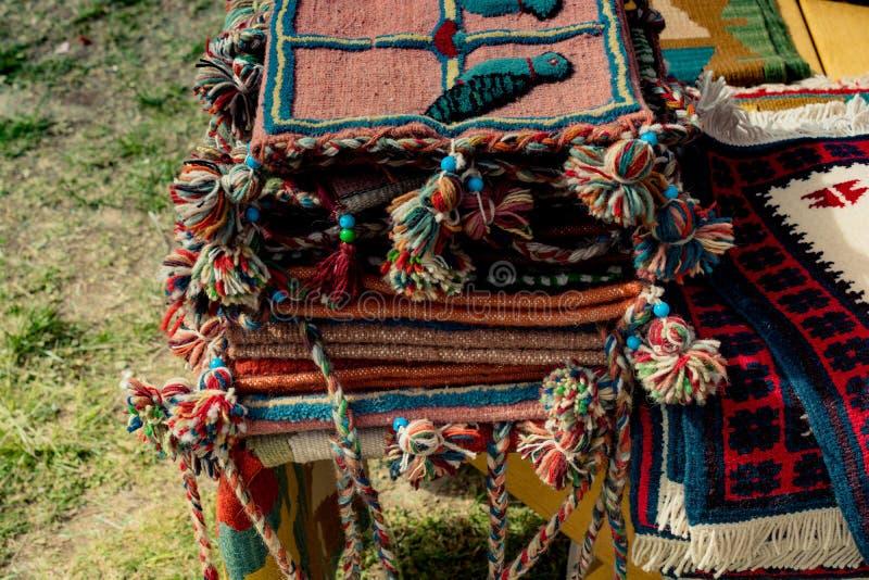 传统类型手工制造地毯和地毯  库存照片