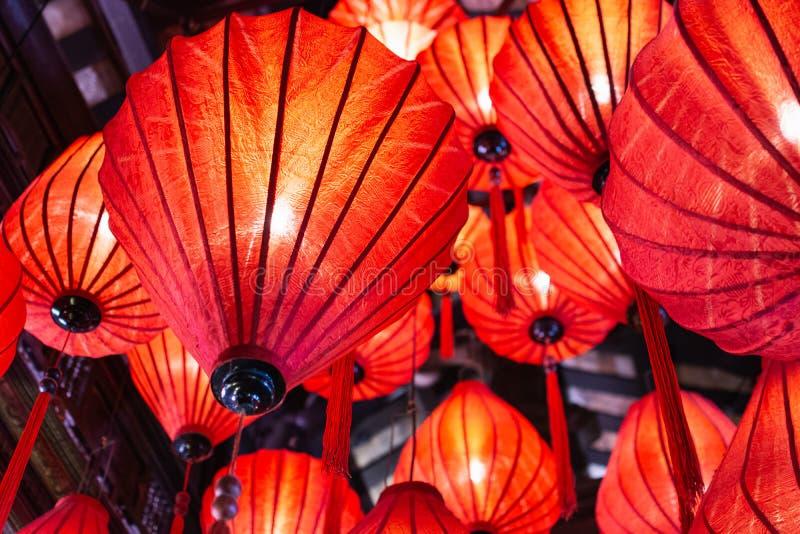 传统红色会安市纸灯,越南 免版税库存照片
