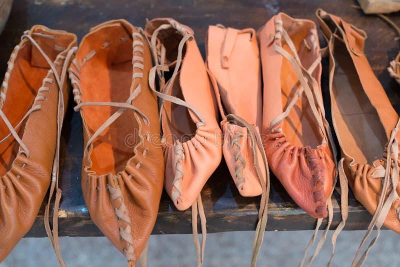 传统罗马尼亚农民皮鞋 免版税库存照片