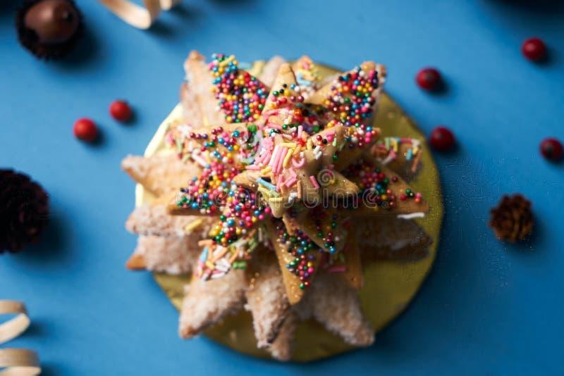 传统自创姜饼曲奇饼圣诞树 图库摄影