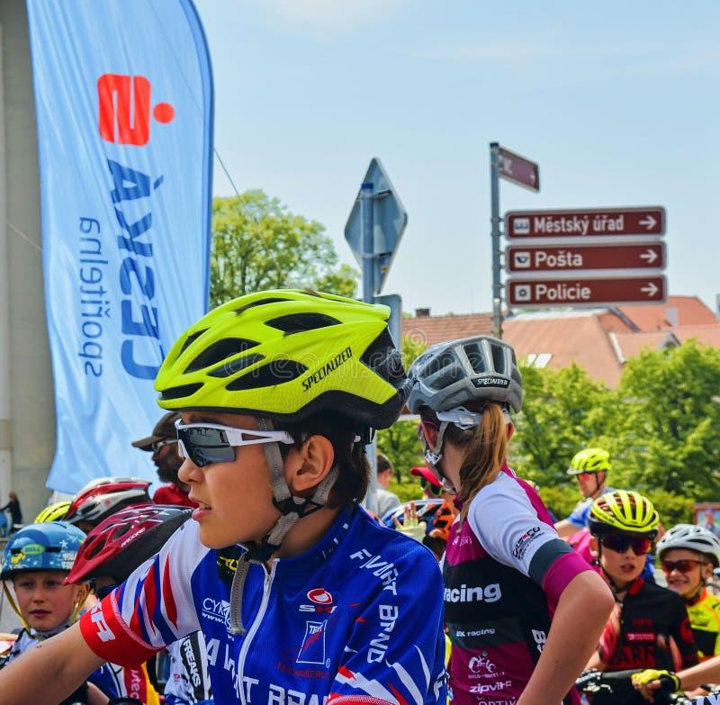 传统自行车竞争自行车为生活 等待的竟赛者开始 免版税库存图片