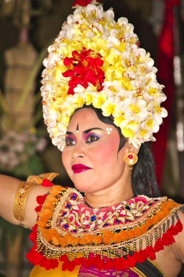 传统舞蹈Legong和Barong由地方专业演员进行 库存图片
