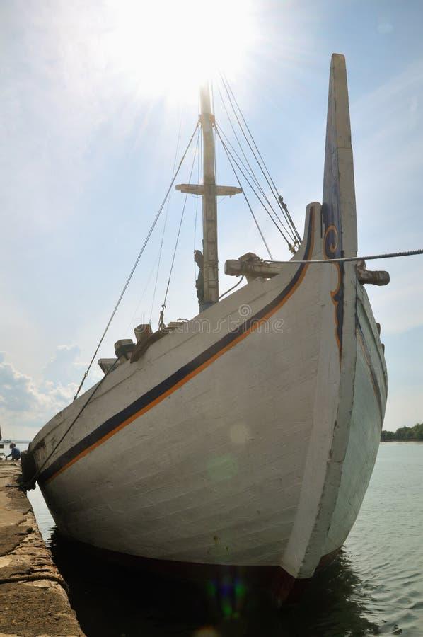 传统船在Kalianget港口, Sumenep, EastJave印度尼西亚 库存照片