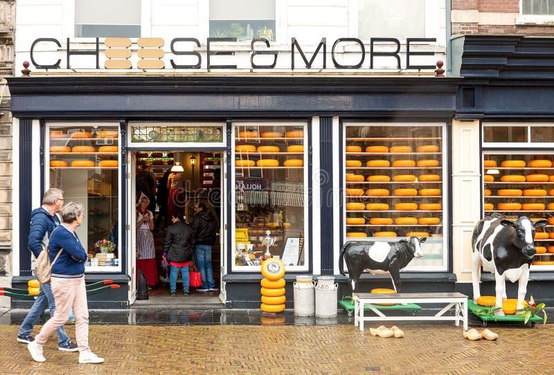 传统荷兰干酪和牛奶店商店入口 库存照片