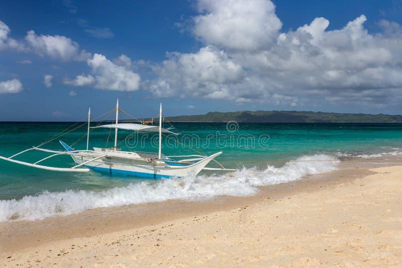 传统菲律宾二重舷外架小船 库存图片