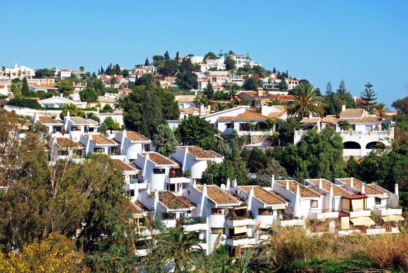 传统西班牙别墅和房子山坡的,贝纳尔马德纳镇 库存图片