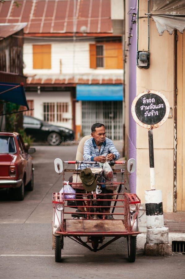 传统边车的泰国地方老人 库存照片