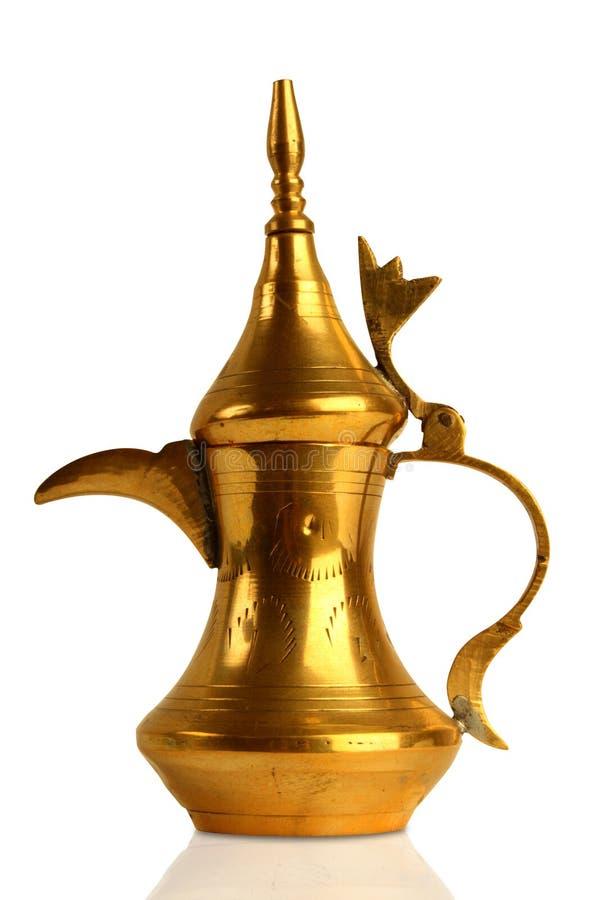 传统阿拉伯咖啡dallah的罐 免版税库存照片