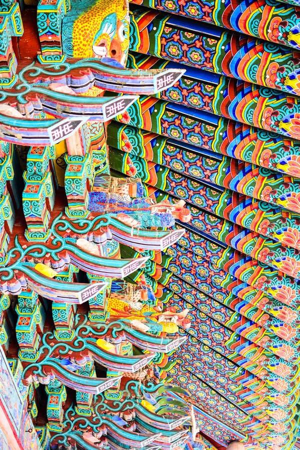 传统韩国建筑学装饰细节在韩国 免版税图库摄影