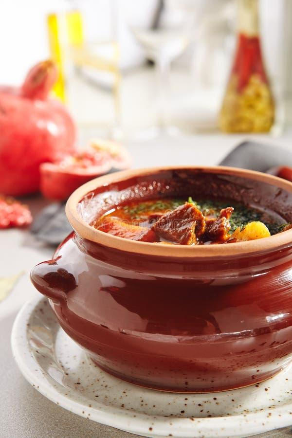 传统鲜美匈牙利菜炖牛肉汤 免版税库存照片