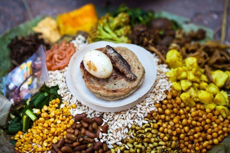 传统bhat dal食物尼泊尔的钉书针 免版税库存图片