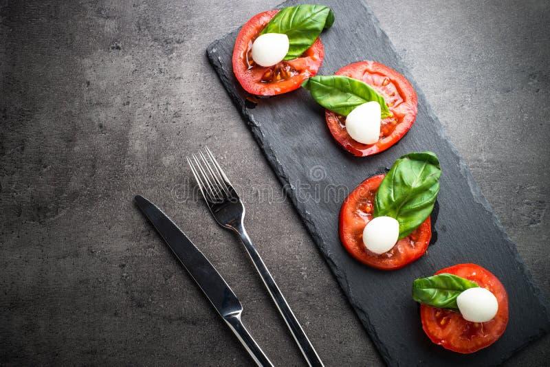 传统caprese意大利的沙拉 免版税库存图片