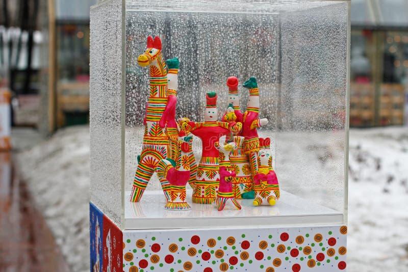 传统Dymkovo戏弄,在俄国全国节日`的显示展览在Novopushkinsky广场忏悔了`在莫斯科 库存照片
