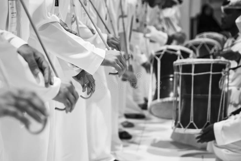 传统emirati舞蹈家 库存图片