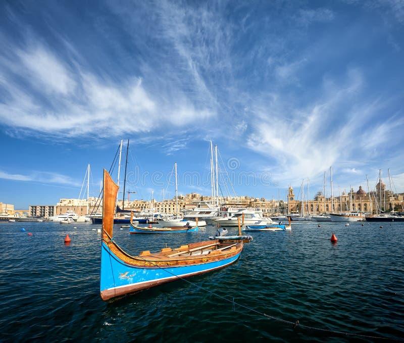 传统luzzu在比尔古港口,马耳他 免版税图库摄影