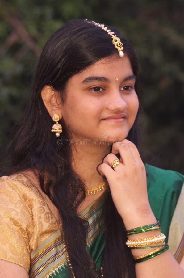 传统Maharashtrian女孩10 免版税库存照片