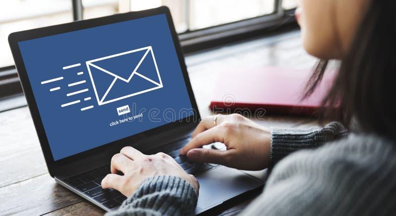 传讯电子邮件送信封通信概念 免版税库存照片