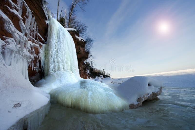传道者海岛冰洞结冰的瀑布,冬天 免版税库存照片