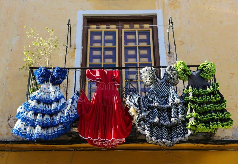 传统佛拉明柯舞曲在一个房子穿戴在马拉加,安大路西亚, Sp 免版税库存图片