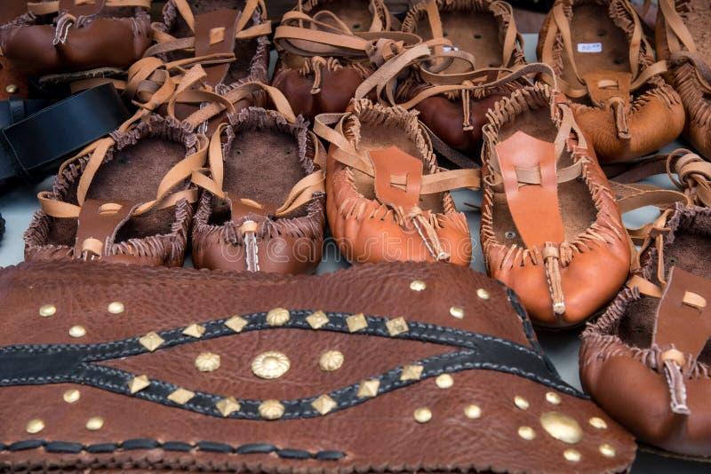 传统保加利亚泡沫鞋子- tsarvuli 库存图片