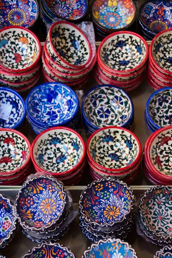 传统克里特岛人被绘的陶器待售在市中心商店克利特,希腊,欧洲 图库摄影