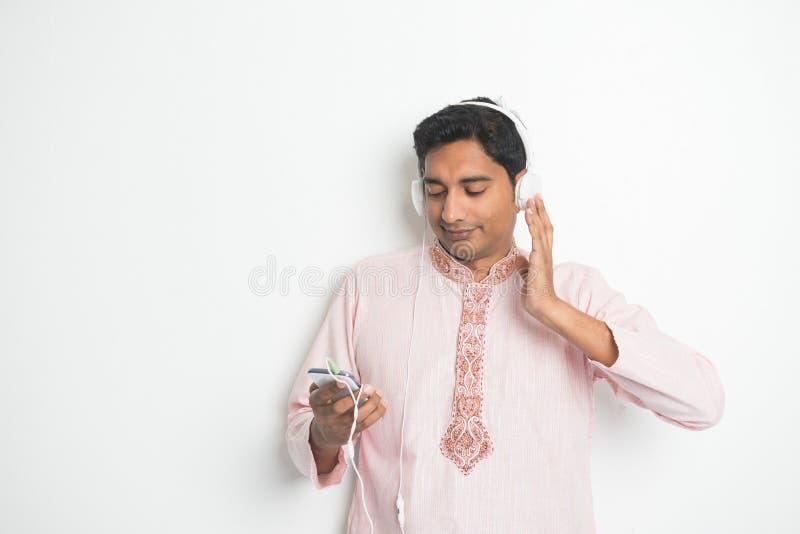 传统年轻印地安亚裔男性大学生 免版税库存图片