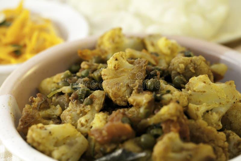 传统印地安花椰菜和豌豆咖喱 库存图片