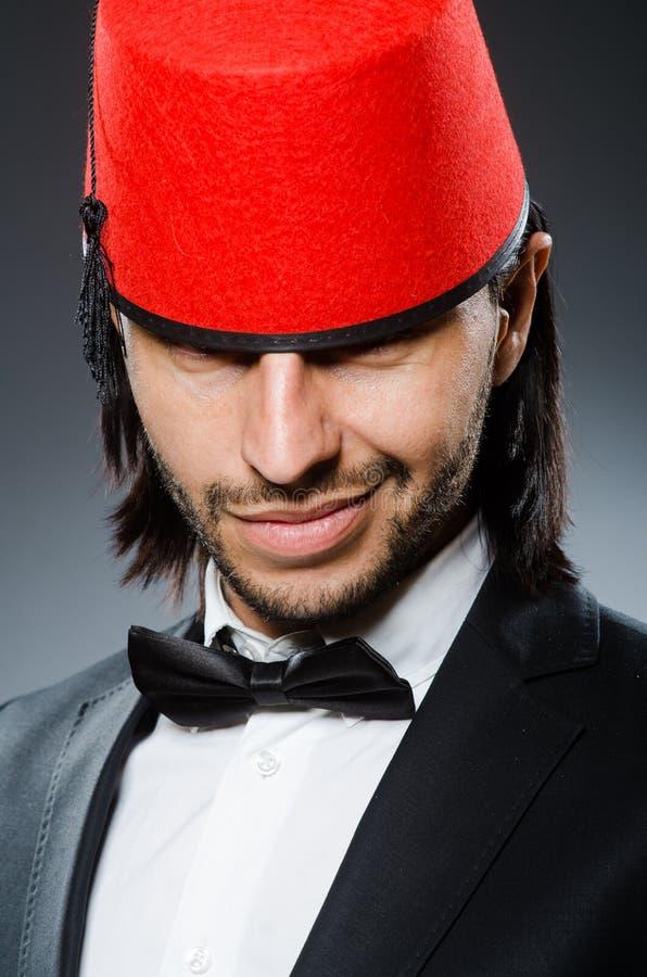 传统土耳其帽子的人 图库摄影
