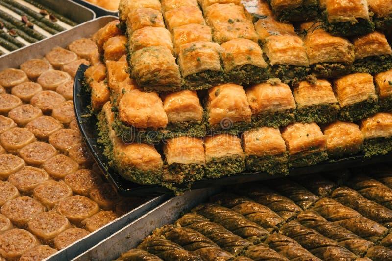 传统土耳其甜点和欢欣 免版税库存图片
