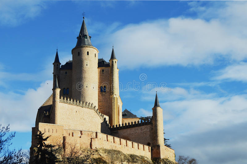 Download 传说城堡 库存图片. 图片 包括有 现代, segovia, 大厅, 天空, 拱道, 土气, 宫殿, 颜色 - 72359781