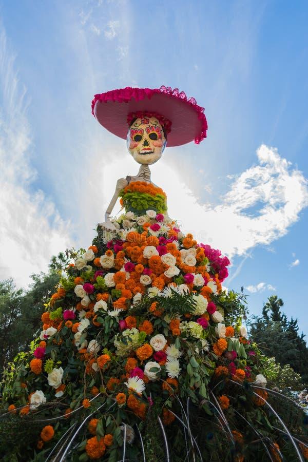 传统墨西哥人卡特里纳骨骼第15每年天  库存照片