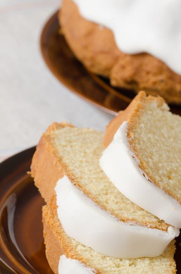 传统复活节圆环蛋糕 库存图片