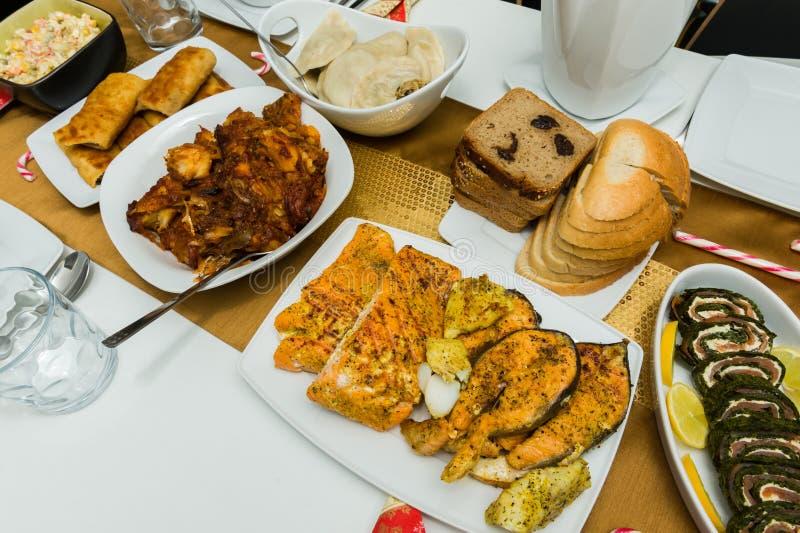 传统家庭做的圣诞节食物 库存图片