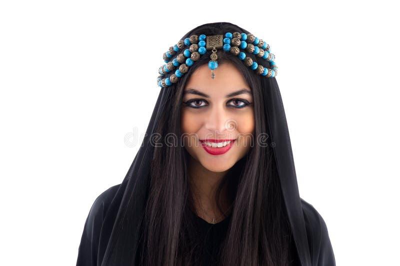 头戴传统头巾的阿拉伯女孩 免版税库存照片